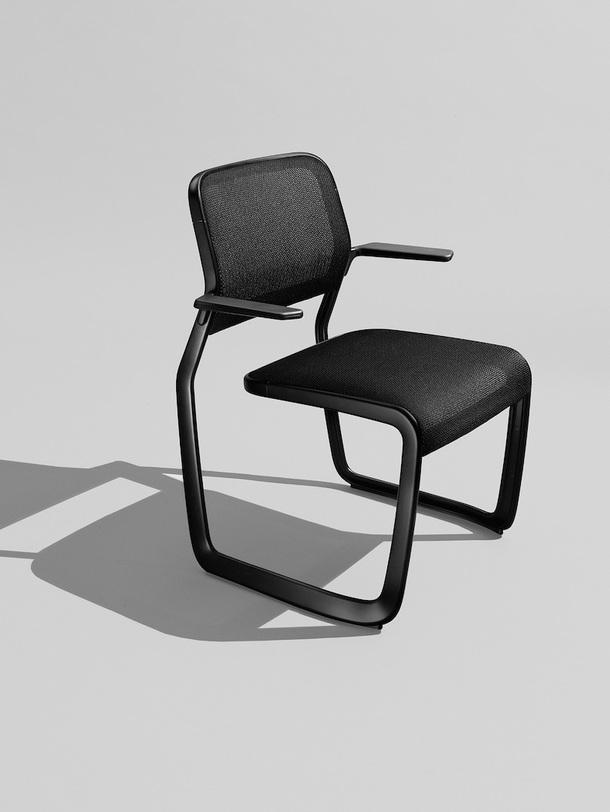 Алюминиевый стул от Марка Ньюсона к 80-летию Knoll