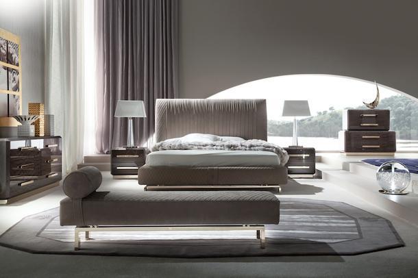 Спальня Infinity, Giorgio Collection. Изголовье кровати украшено текстильной драпировкой.
