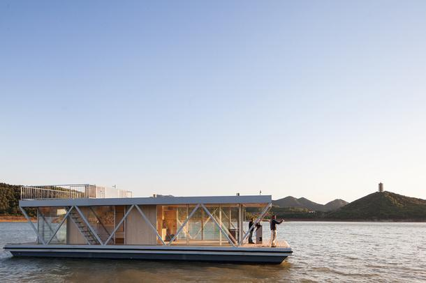 Плавающий дом для любителей уединенного отдыха