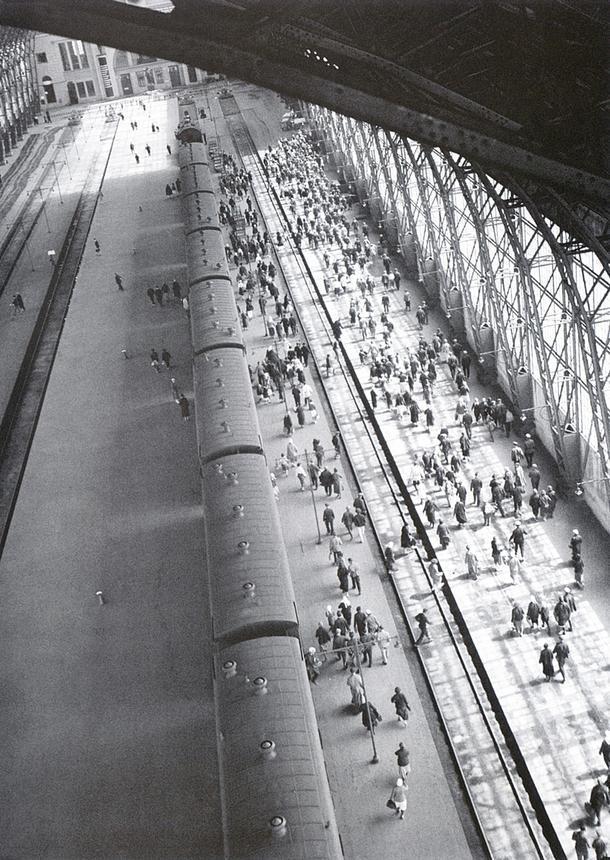 Киевский вокзал, 1936. Фото Аркадия Шайхета.
