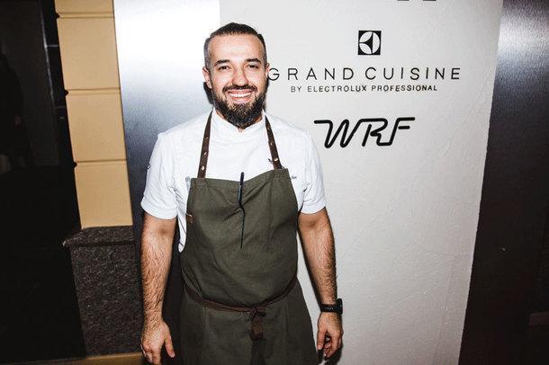 Шеф-повар Владимир Мухин.