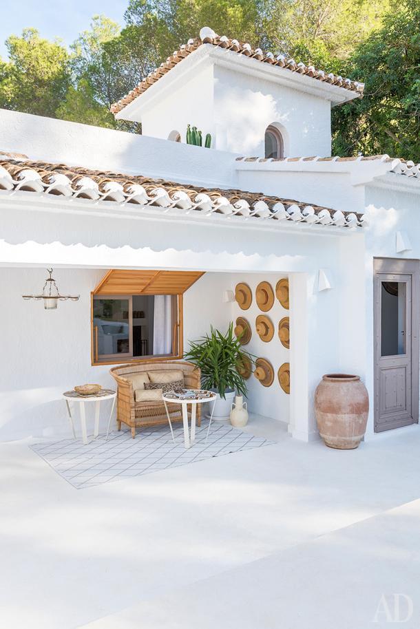 Белоснежная вилла в Испании