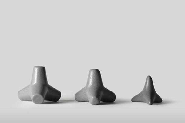 Бруталистское мыло-тетрапод от студии Furnitury