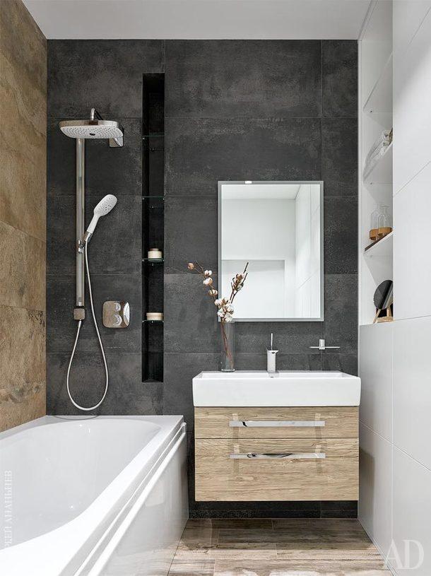 Ванная комната. Встроенный шкафвыполнен по чертежам Антонины в мастерскойAS Studio; зеркало, Esbano; раковина с тумбой, Villeroy & Boch.