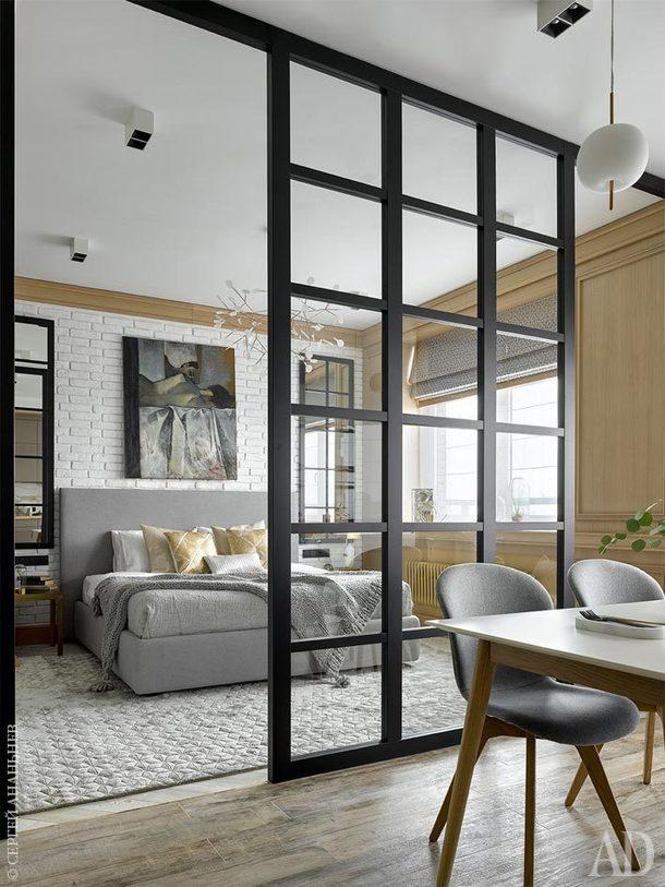 Вид из кухни-столовой на спальню. Гардеробная, настенные панели,перегородка, зеркала выполнены по чертежам архитектора в мастерскойAS Studio.