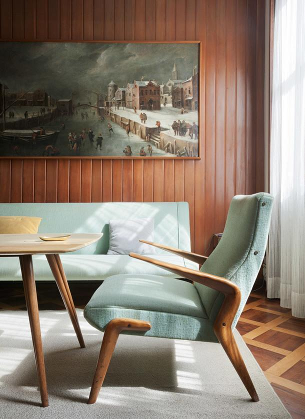 Фрагмент библиотеки. Картина Адриано Спилимберго. В начале 1950-х художник вместе с Освальдо Борсани создал несколько предметов мебели.