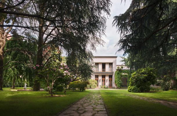 Вилла Борсани в Милане, построенная в 1940-х годах, сохранила неповторимый дух времени.
