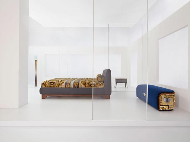 Кровать, кресло, столик иконсоль, всеVersaceHome.