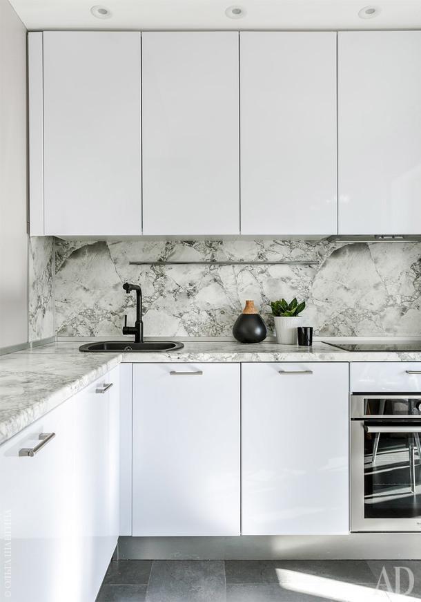 Кухня. Мебель по эскизам дизайнера выполнена студией Zenzerosso.