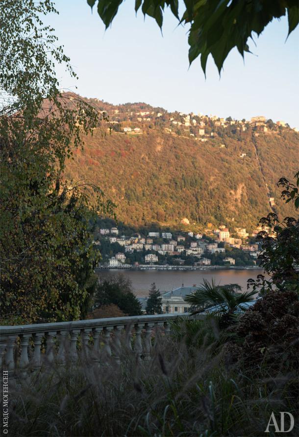 Вид на Комо из сада, окружающего дом.