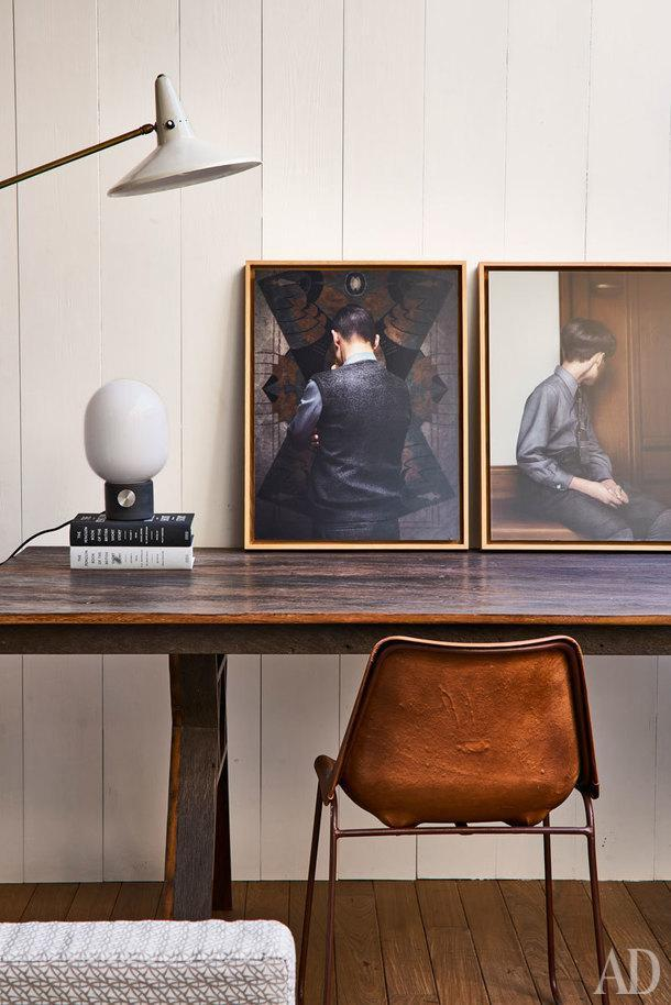 Рабочая зона в гостиной у террасы. Стол, Jaime Beriestain Concept Store. Настольная лампа, Stilnovo.