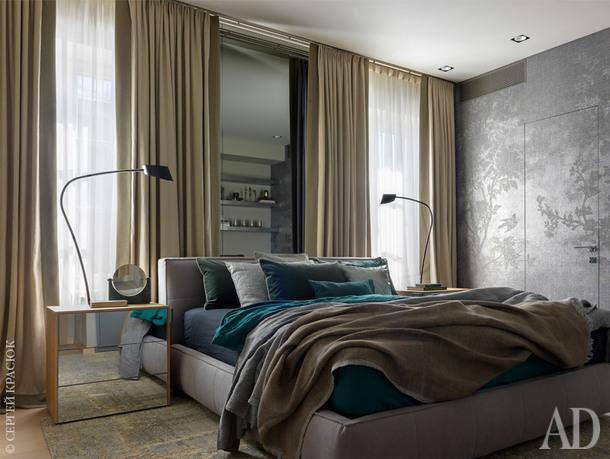 Спальня. Торшеры, Cattelan Italia; кровать, San Giocomo; зеркало, L'appartement.