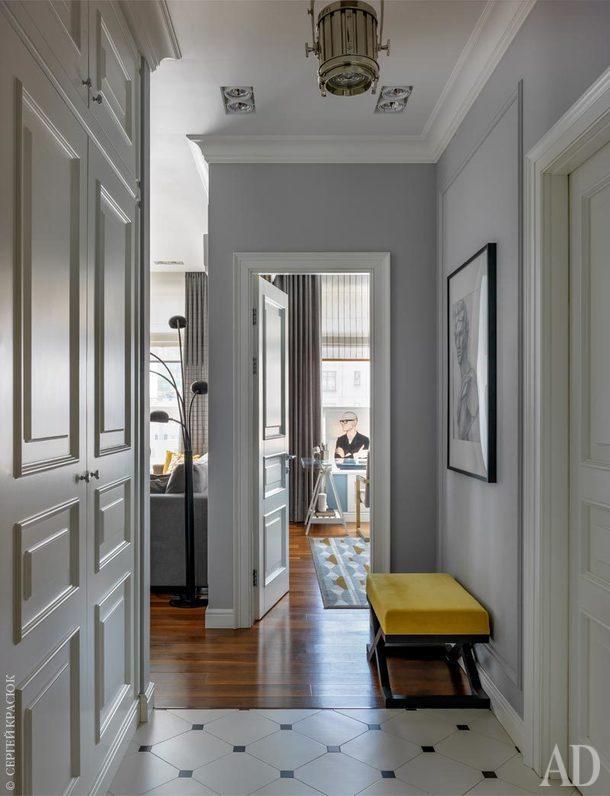 Прихожая. Светильник, Ralph Lauren Home, галереяAmericanLighting&VisualComfort; шкаф и двери изготовлены на заказ по чертежам автора проекта.