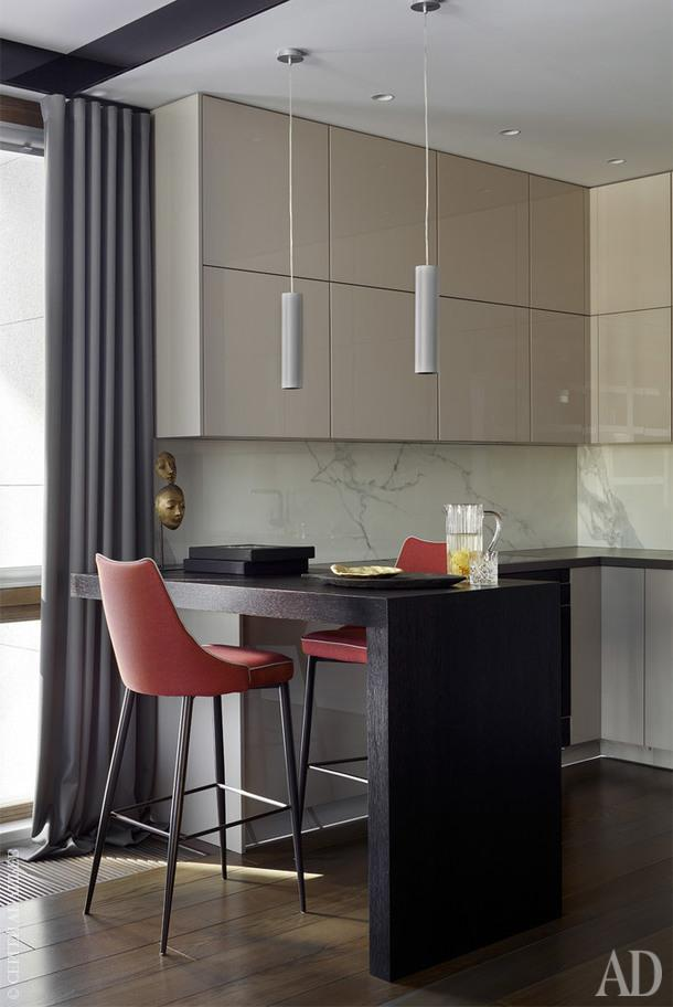 Кухня, Berlin studio; декоративный свет, Visual Comfort; аксессуары, Space Four Concept Store.