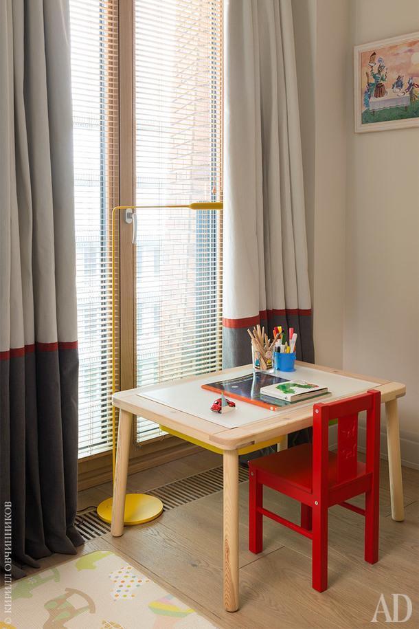 Детская спальня. Торшер, Lumina. Стул, ИКЕА. Шторы сшиты на заказ, ткань Casamance.