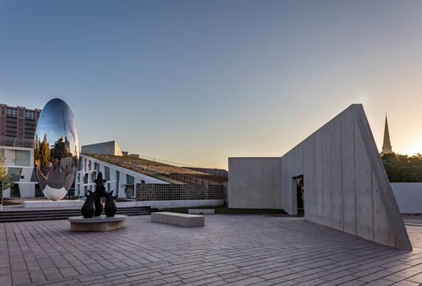 Новое здание школы искусств Glassell по проекту Steven Holl Architects