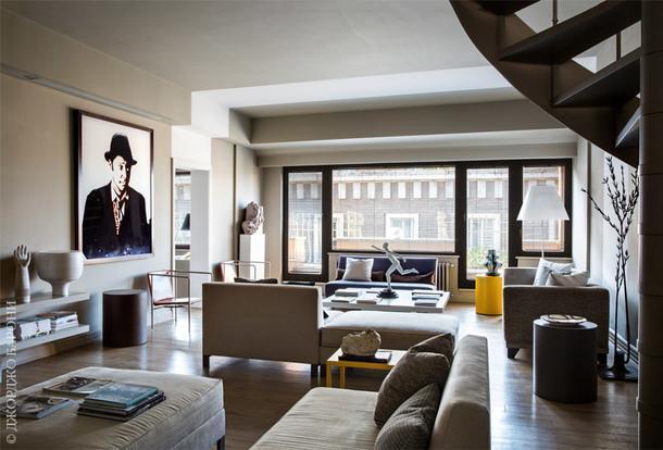 Фрагмент гостиной. Диваны и столик сделаны по дизайну Андреа Трульё. Кожаные кресла, Flexform. Торшер, Luceplan.