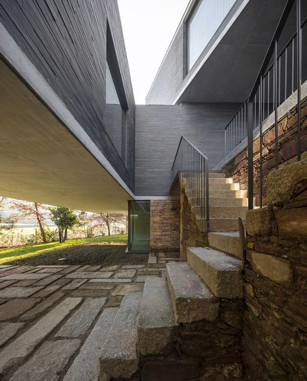Реконструкция старого дома от португальского бюро NOARQ