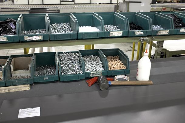 Хранение шурупов, винтов, гаек имебельных шкантов— все рассортировано по типам и размерам, как в аптеке.