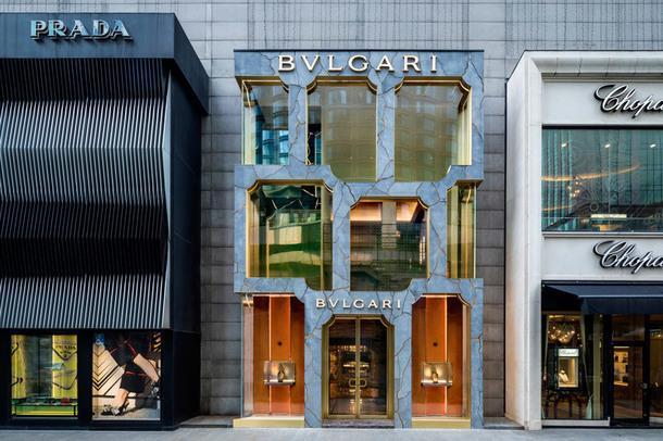 Бюро MVRDV спроектировало впечатляющий фасад бутика Bvlgari в Куала-Лумпуре