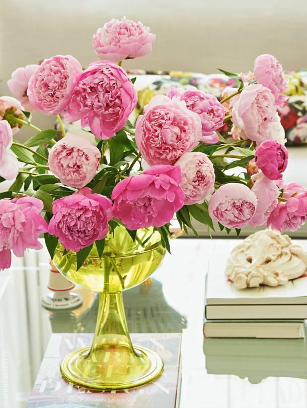 Цветы тоже вносят свою лепту в создание розового безумия.