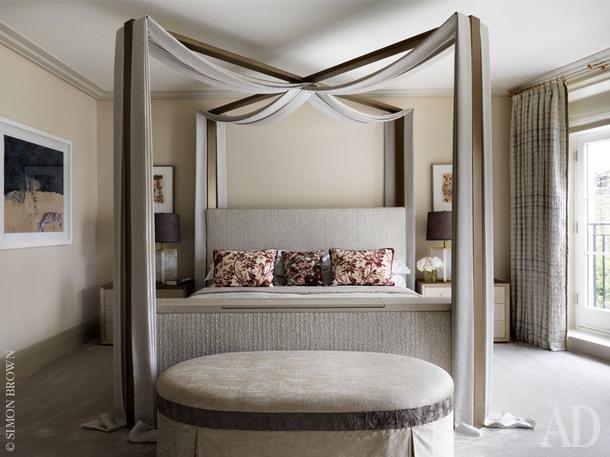 Хозяйская спальня. Кровать по дизайну Натальи Мияр. Постельное белье, Illinka. Настольные лампы, Donghia.