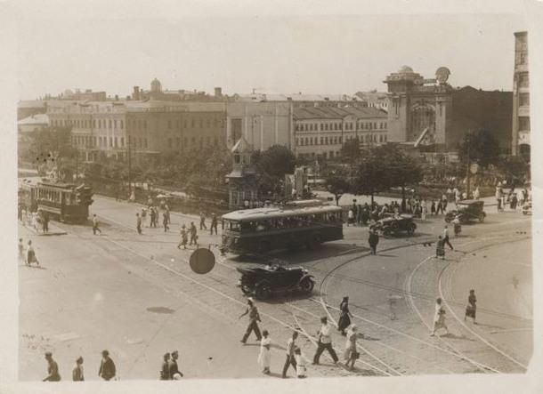 Э. Евзерихин. Садово-Триумфальная площадь, 1935 год. Предмет из фондов Музея Москвы.