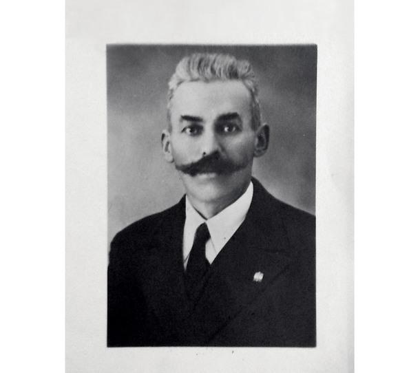 Флориано Куаиа, который в 1908 году открыл столярную мастерскую, ставшую истоком компании Oasis.