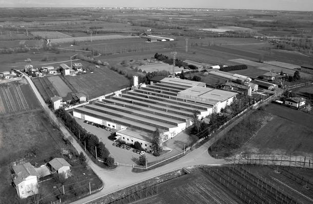 Вид на здание фабрики с высоты птичьего полета.