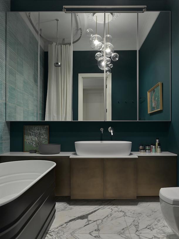Ванная в московской квартире, оформленной декоратором Еленой Соловьевой.