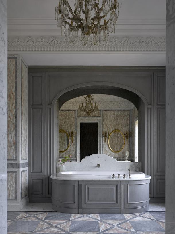 Ванна в загородном доме по проекту декоратора Елены Соловьевой.