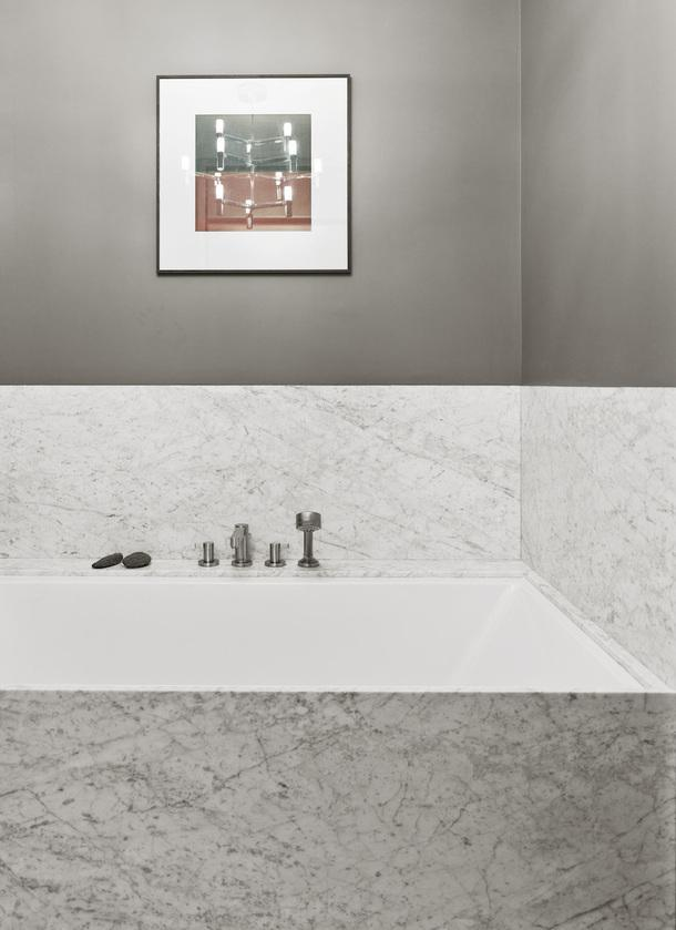 Фрагмент ванны в московской квартире по проекту декоратора Елены Соловьевой. Ванна, Duravit.
