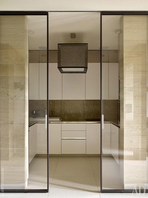 Кухня. Мебель российского производителя, Virs; свет, Hind Rabii; стеклянная перегородка, Rimadesio.
