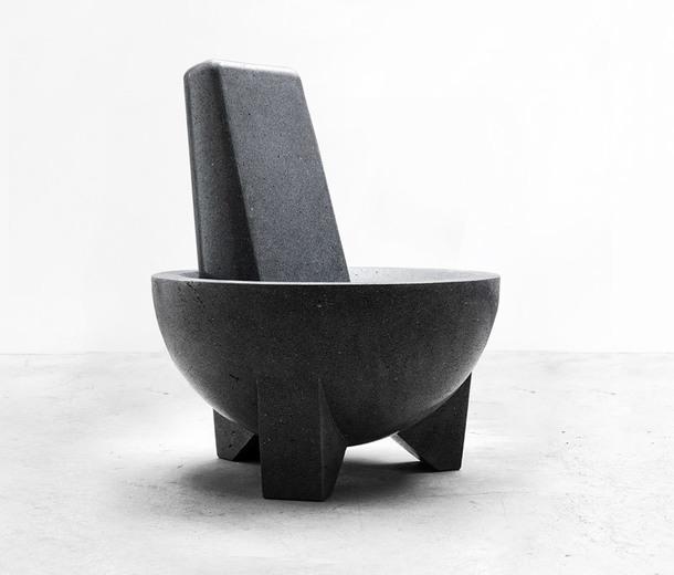 Коллекция Tripod (2018), дизайнер Педро Рейес, вулканический камень, ограниченная серия 18 + 4 AP, Side Gallery Mexico.