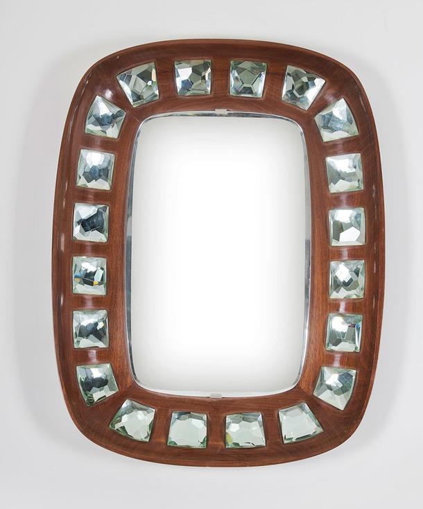 Зеркало 2045 (1960), дизайнер Макс Ингранд, крашеное дерево, хрусталь, медь, никелированное зеркало, спроектировано для производства компанией Fontana Arte, нестандартное цветовое решение по частному заказу семьи Галассо из Наполи, 110 x 85 x 11 см, цена — €140 000.