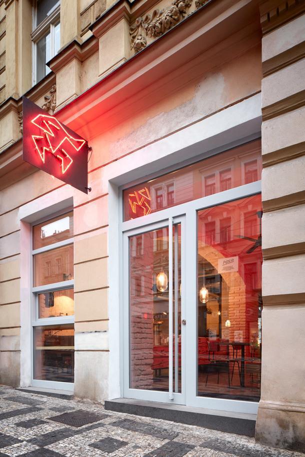 Куриное гриль-бистро в Праге