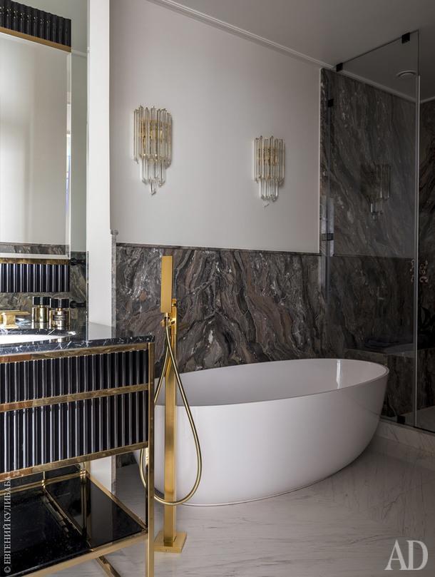 Мастер-ванная. Смесители,Gessi; бра, Glass&Glass; мрамор Гриджо Оробико.