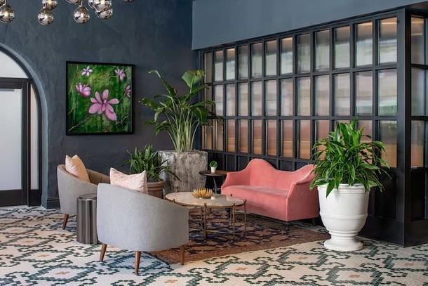 Отель с зеленым патио в Новом Орлеане