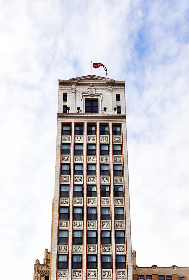 Отель в стиле mid-century modern в Детройте