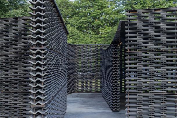 Открытие павильона для Serpentine Gallery по проекту Фриды Эскобедо