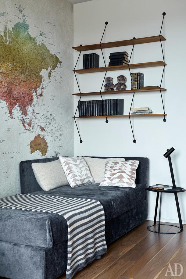 Одна из детских. Кровать, Orizzonti; стеллаж, La Сhance; столик, Horn.