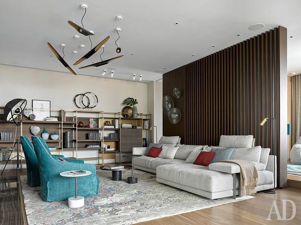 Гостиная. Система ТВи хранения, а также каминный портал по проекту DWG Interiors (производство:металлические панели — De Castelli,стеллаж — Frezza Arredamenti (Flat interiors / салон Флэт-интерьеры)).