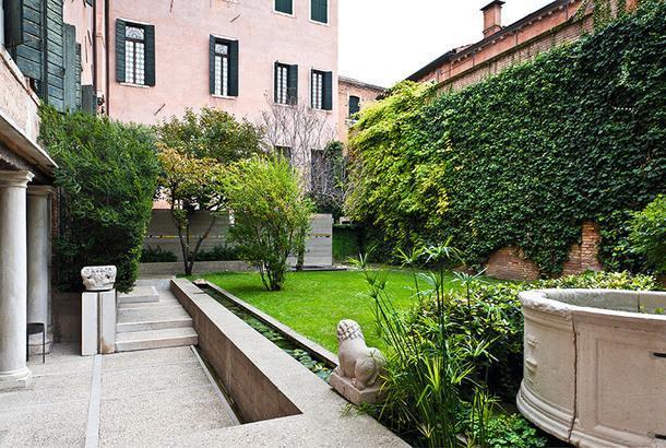 Сад в Fondazione Querini Stampalia.