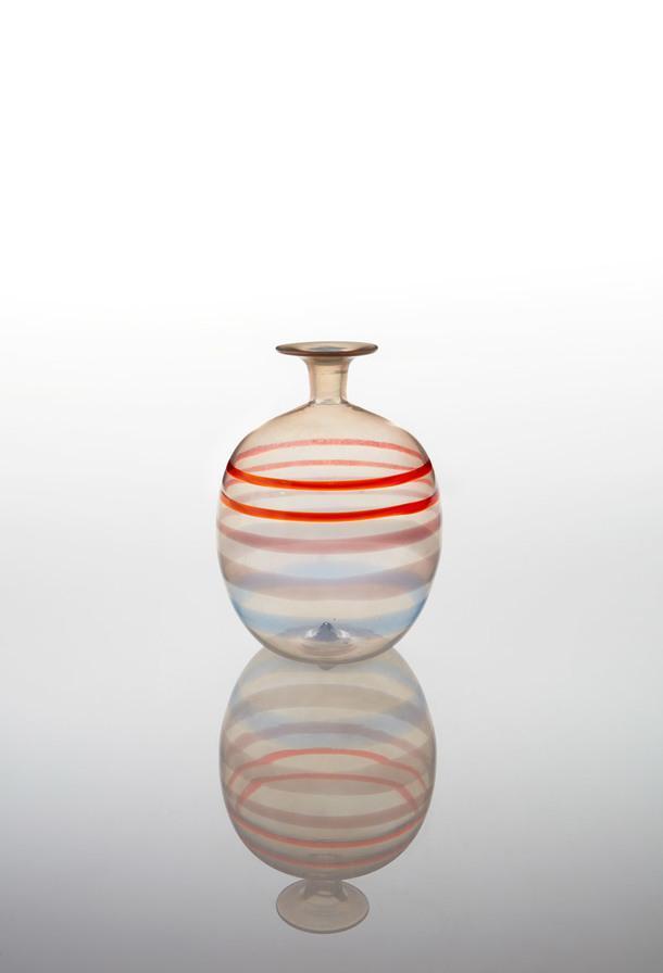 Carlo Scarpa. A Fili Vase, model no. 4540, Circa 1942. Estimate: $25 000—35 000.