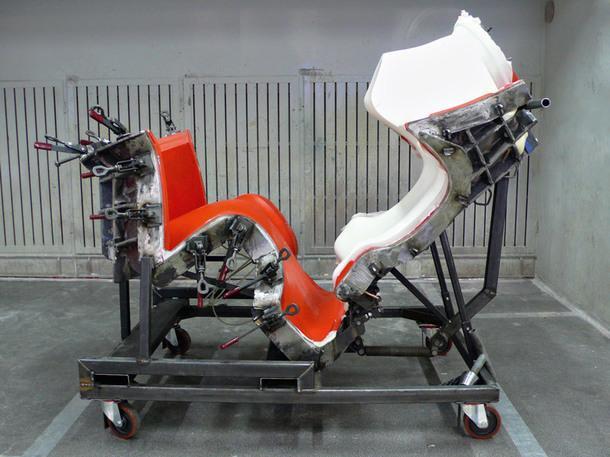 Открытая форма столько что изготовленным каркасом кресла Grande Papilio по дизайну Наото Фукасавы.