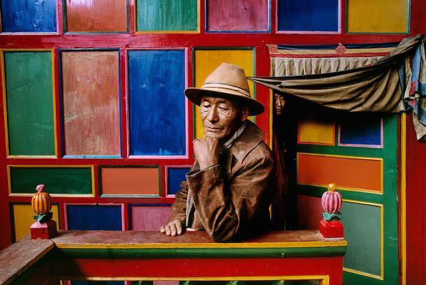 Стив Маккарри. Паломник в монастыре Дранго. Кхам, Тибет, 1999.