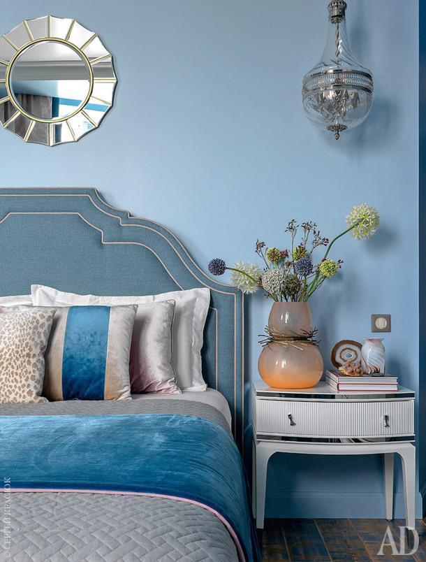 Спальня. Кровать, Dantone Home; прикроватная тумбочка, Fratelli Barri.