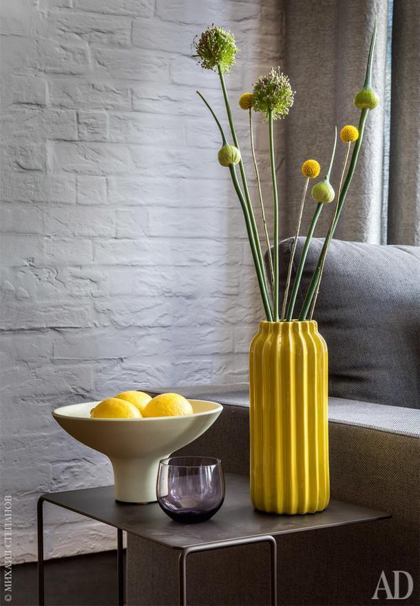 Фрагмент гостиной. Столик, Walter Knoll; флористическая композиция, Bloom.