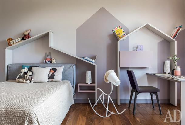Детская. Кровать, BoConcept. Вся остальная мебель, включая силуэты домиков, Lago. Светильник-лошадка, Karman.