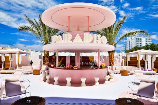Арт-отель в розовых тонах на Ибице